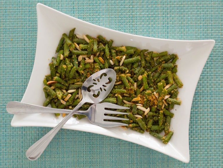 Green Beans with Breadcrumbs, Garlic and Almonds