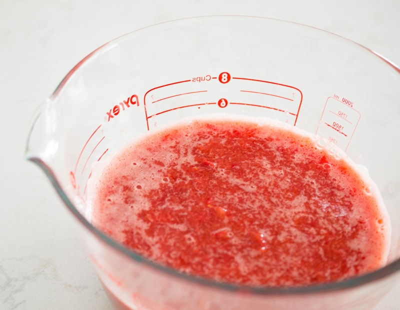 It's surprisingly easy to make your own fresh-tasting low-sugar strawberry jam!