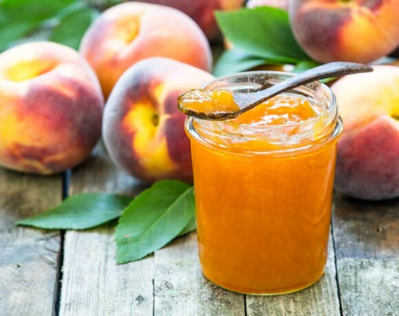 low sugar peach jam, homemade peach jam with fresh peaches