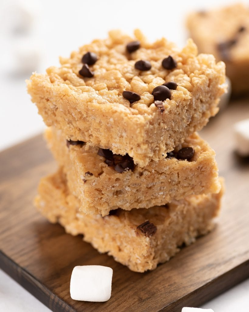 peanut butter rice crispy treats with chocolate chips